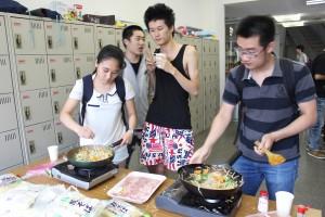 料理が好きな学生が率先