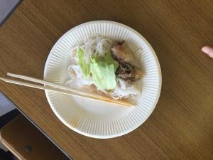 こちらは「ブン」というベトナム料理。フォーより細長麺です