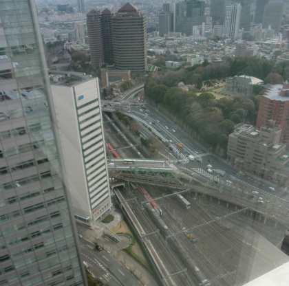 高層ビルから見おろした品川駅