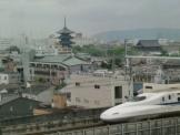 五重塔と新幹線