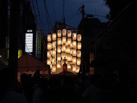 祇園祭宵山:日没後の山鉾