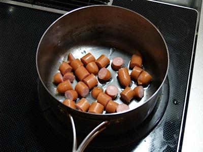 ウインナーを炒める