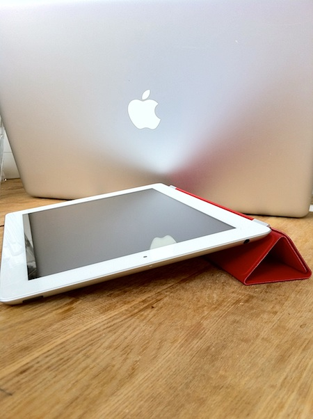 Smart Cover (PRODUCT) RED 折り畳み状態1