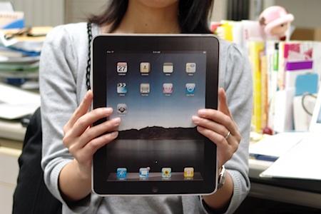 ジョブズ持ち実物大iPad(手作り)