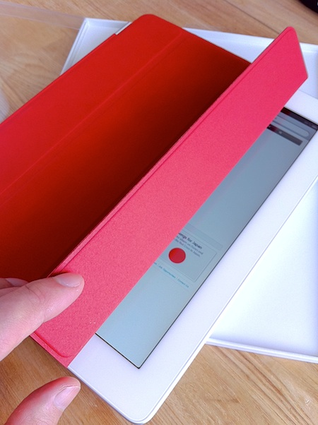 Smart Cover (PRODUCT) RED と iPad2白