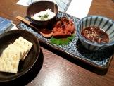 アジロ印のホタルイカ塩辛&明太キムチ&酒盗チーズとクラッカー