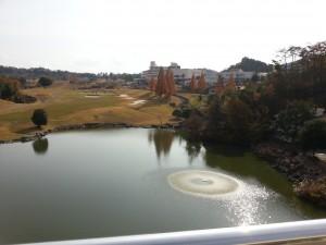 20131124_レイクフォレストリゾートの本館とゴルフ場[1]