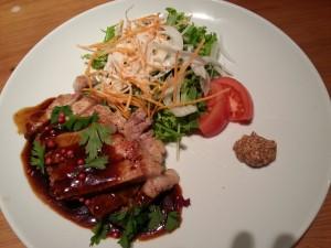 20131128_まんまるの月の豚ステーキとサラダ[1]