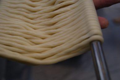 三輪そうめん山本麺ゆう館・手延べそうめん体験教室8の字かけの麺