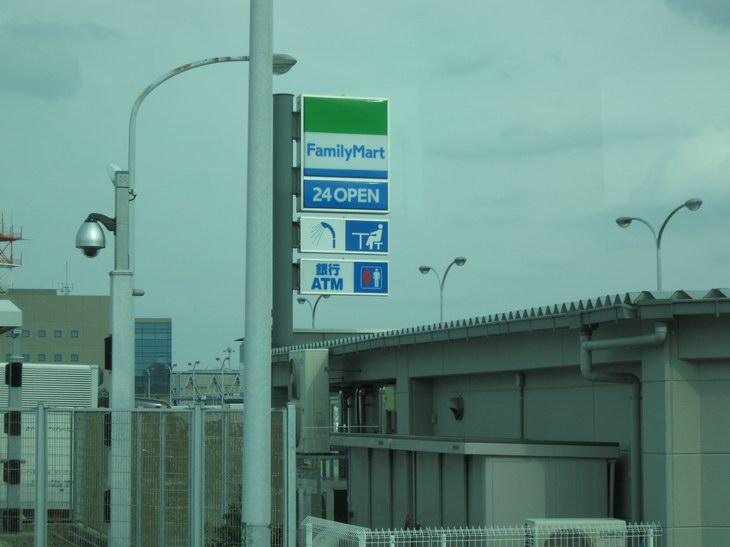 関西国際空港ファミリーマート