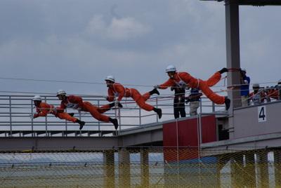 第39回全国消防救助技術大会・ロープブリッジ渡過セイラー渡過