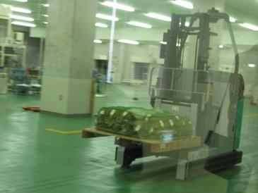 大阪造幣局貨幣を運ぶフォークリフト