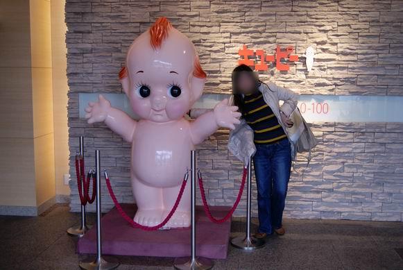 キューピーマヨネーズ伊丹工場の入り口にあるデカキューピー