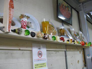 森野サンプル・壁に食品サンプルいっぱい