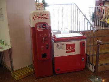 コカコーラ京都工場の古い自販機