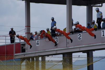 第39回全国消防救助技術大会・ロープブリッジ渡過スタート