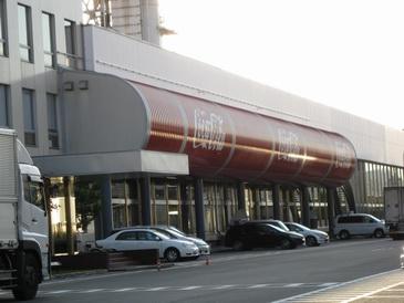 コカコーラ京都工場工場ライン外観