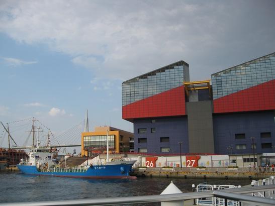 海遊館と海遊館の船?