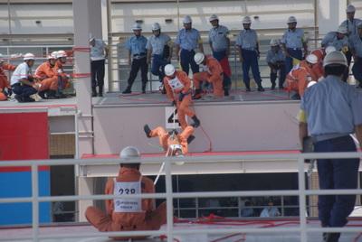 第39回全国消防救助技術大会・ロープブリッジ救出3
