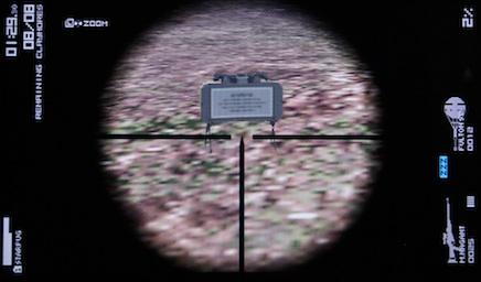 クレイモア地雷をスコープでズームアップ、裏