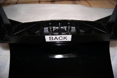 東芝レグザ37Z9000のテレビスタンドのネジを締める