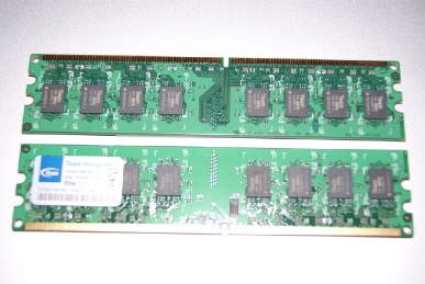 TeamElite PC6400 DDR2 Long-DIMM 800MHz 2GBを並べてみた