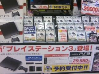 日本の新型薄型PS3の展示