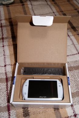 PSP go(PSP-N1000)パール・ホワイトの箱を開けたら