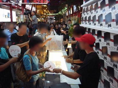 台湾の新型薄型PS3初売り、売り場の様子