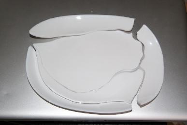 割れたヤマザキパン春の祭りの皿