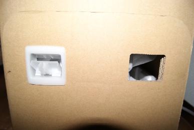 東芝レグザ37Z9000の箱の留め具のアップ