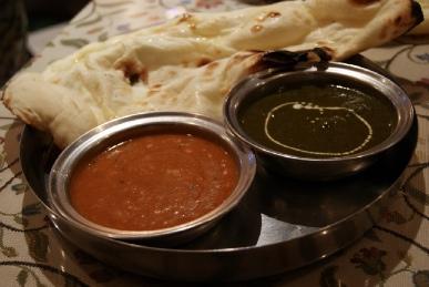 京都寺町のインド料理アジャンタのナンと豆・ホウレン草とじゃがいものカレー